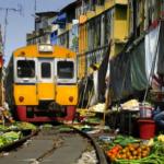 Kada voz prolazi kroz pijacu (Video)