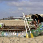 Izgradio čamac od plastičnih flaša da se izbori sa siromaštvom! (VIDEO)