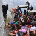 Nakon Trampove naredbe, Meksiko pokušava da zaustavi karavan migranata, ali bezuspešno!